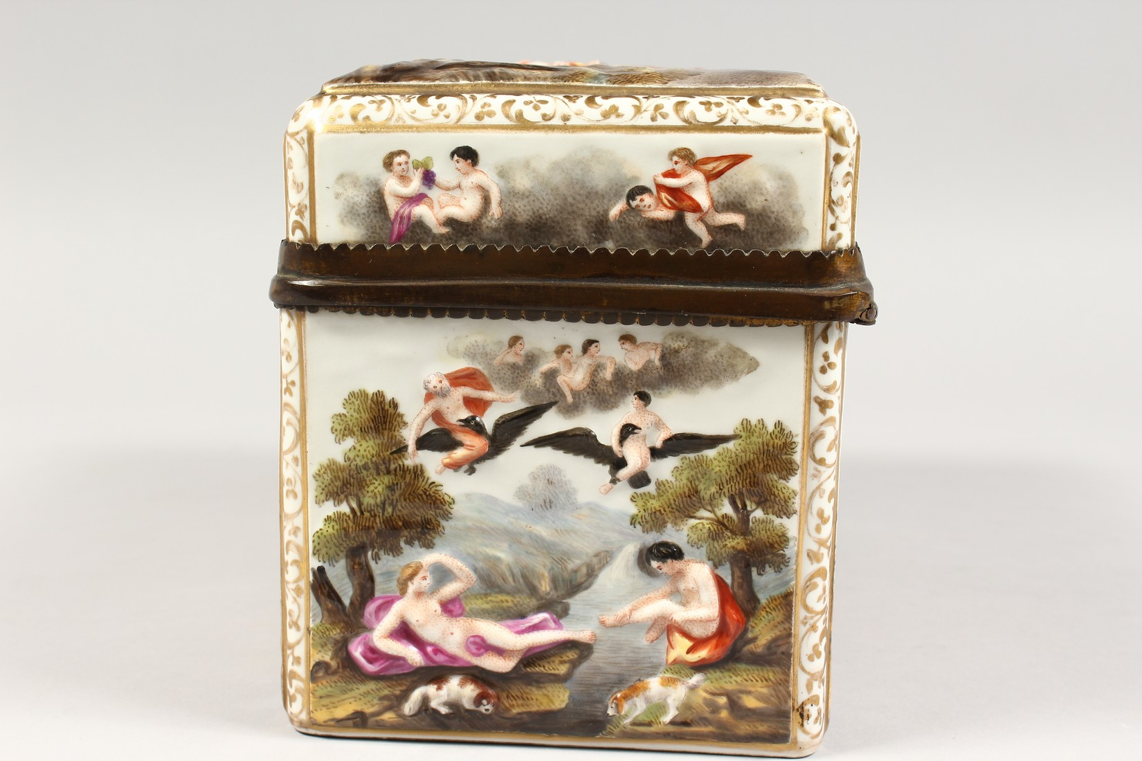 A GOOD CAPODIMONTE CASKET with classical figures in relief 9.5 ins wide. - Image 5 of 8