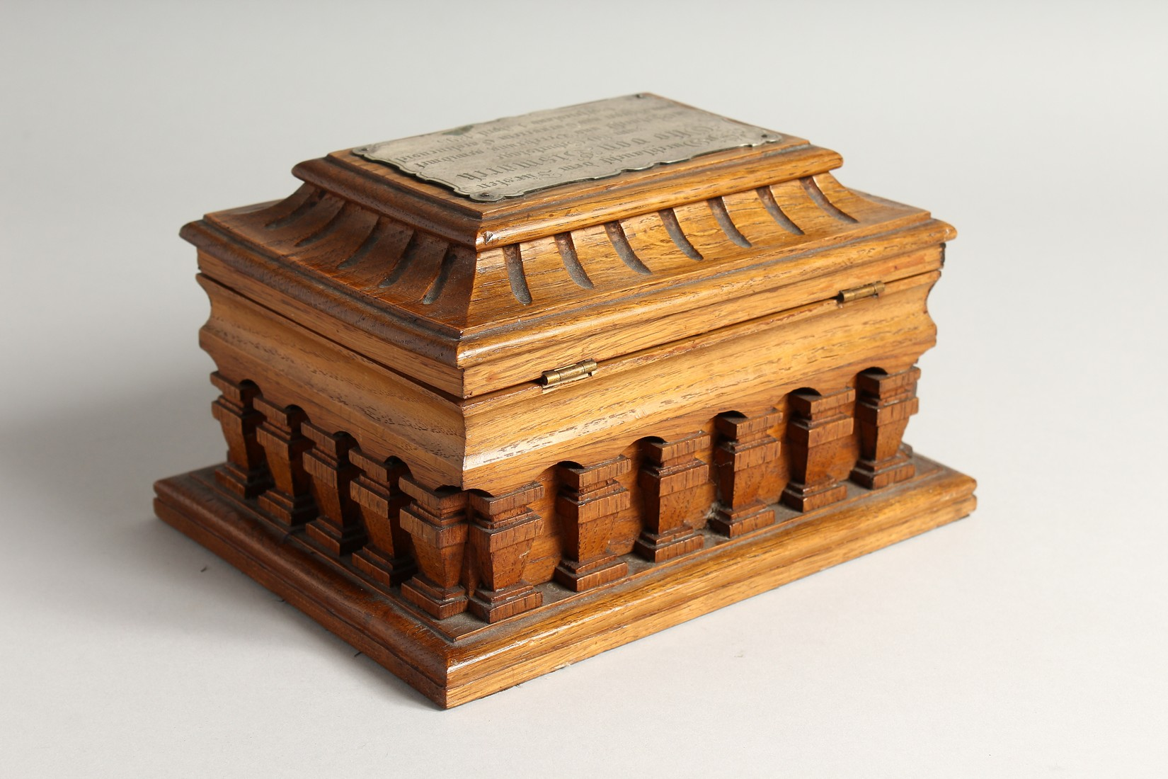 AN OAK CASKET with a silver plaque, OTTO VON BISMARCK, and paper label, ST AATLICHES MUSEUM. 9ins - Image 5 of 7