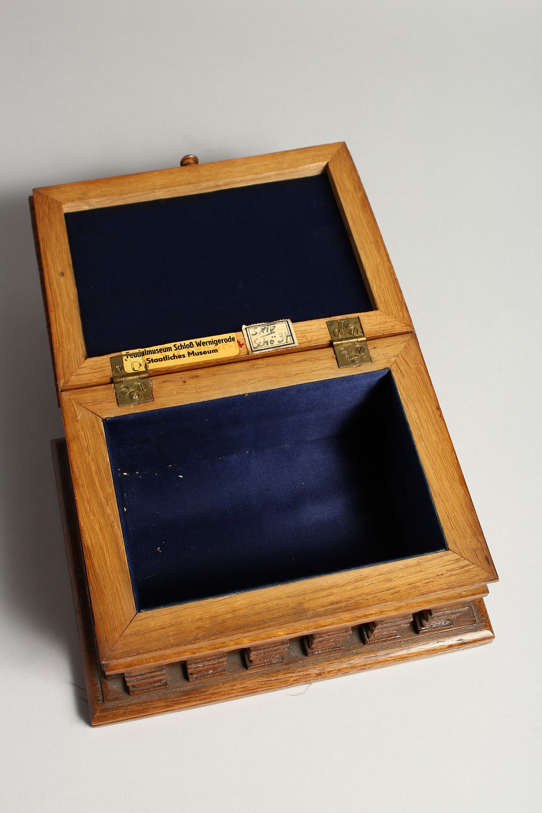 AN OAK CASKET with a silver plaque, OTTO VON BISMARCK, and paper label, ST AATLICHES MUSEUM. 9ins - Image 6 of 7
