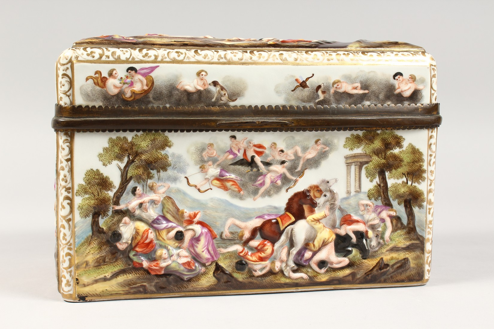 A GOOD CAPODIMONTE CASKET with classical figures in relief 9.5 ins wide. - Image 2 of 8