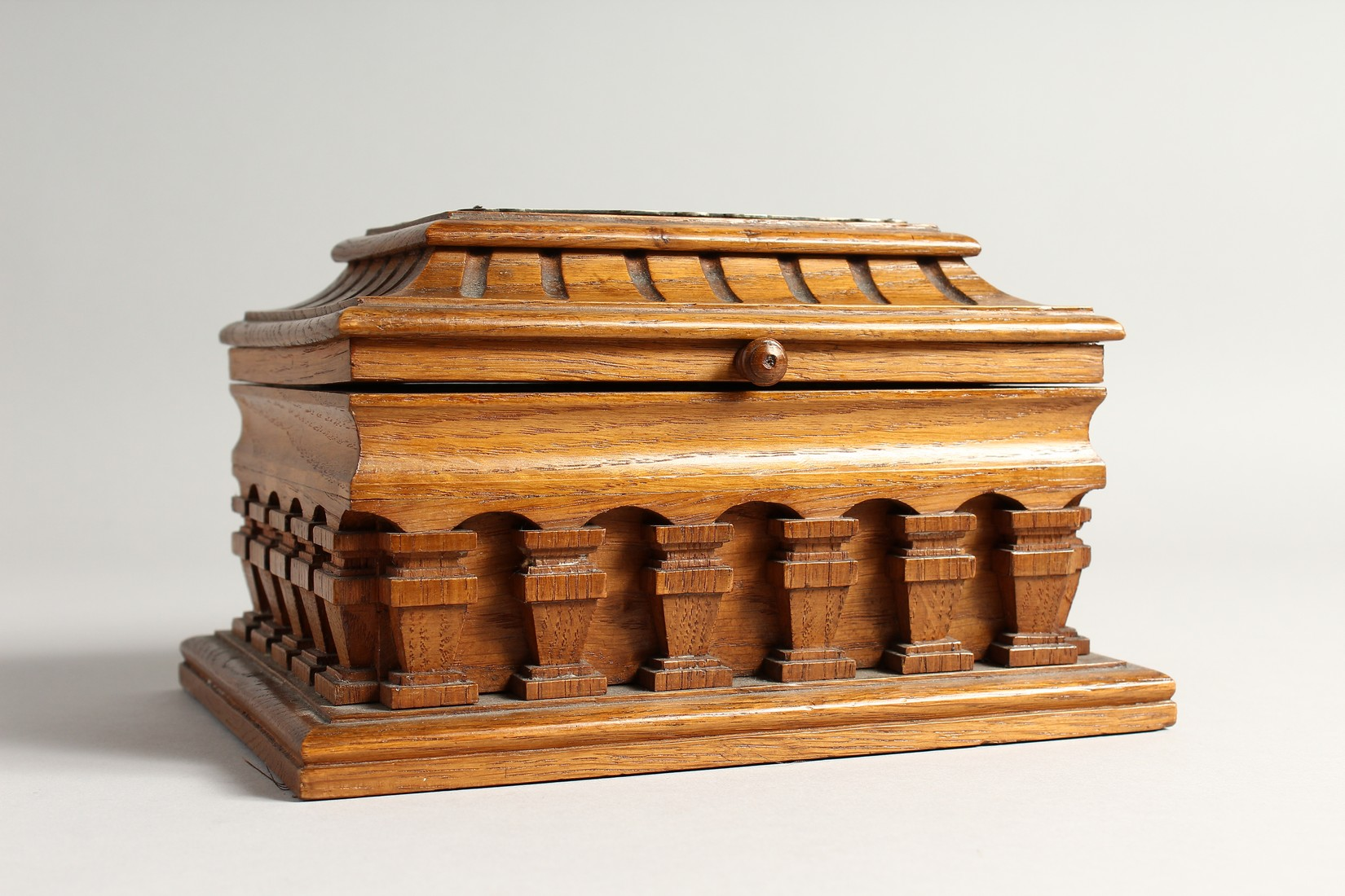 AN OAK CASKET with a silver plaque, OTTO VON BISMARCK, and paper label, ST AATLICHES MUSEUM. 9ins - Image 4 of 7