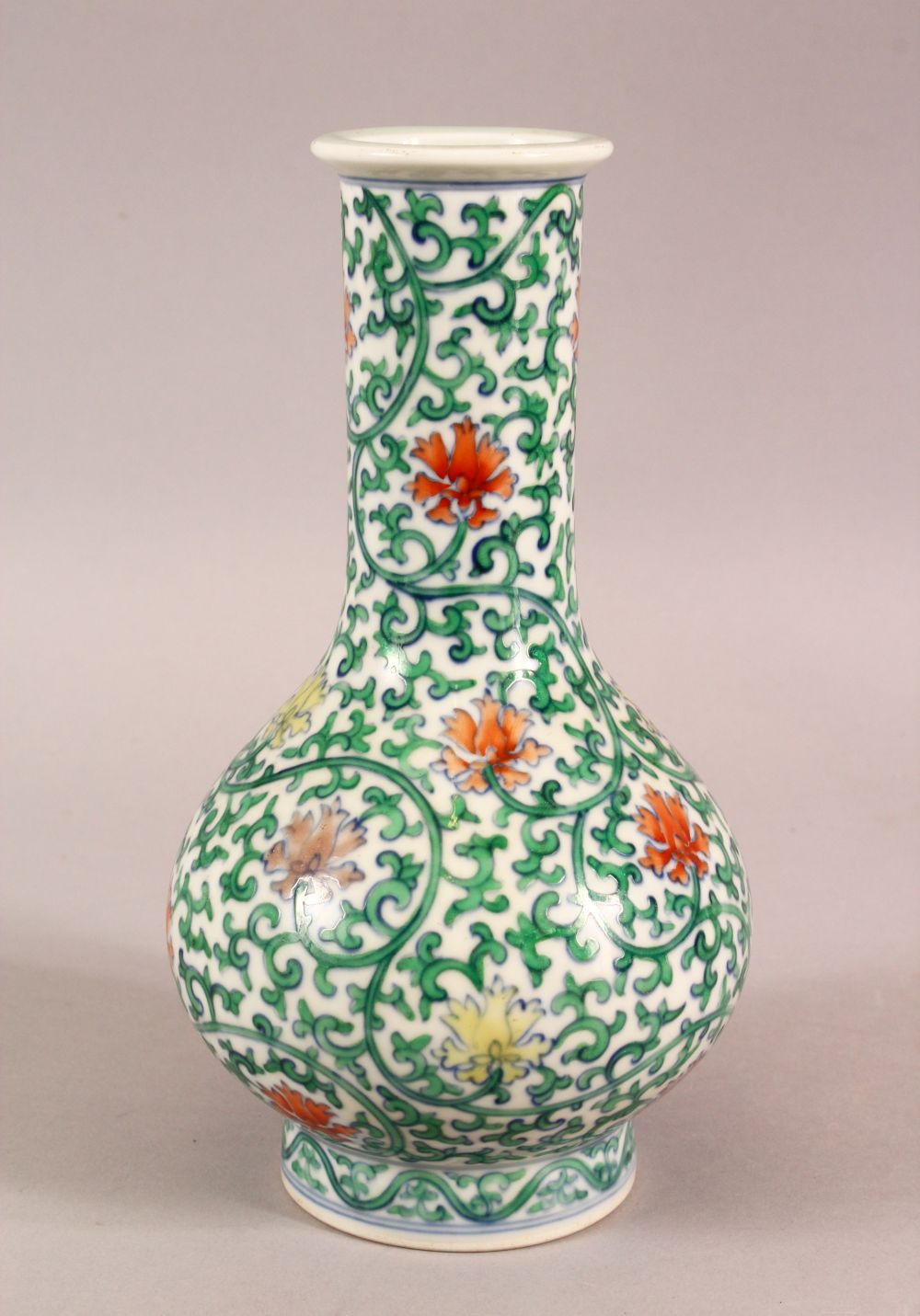 A SMALL CHINESE FAMILLE VERTE PORCELAIN VASE, profusely painted with flowers and vines, six