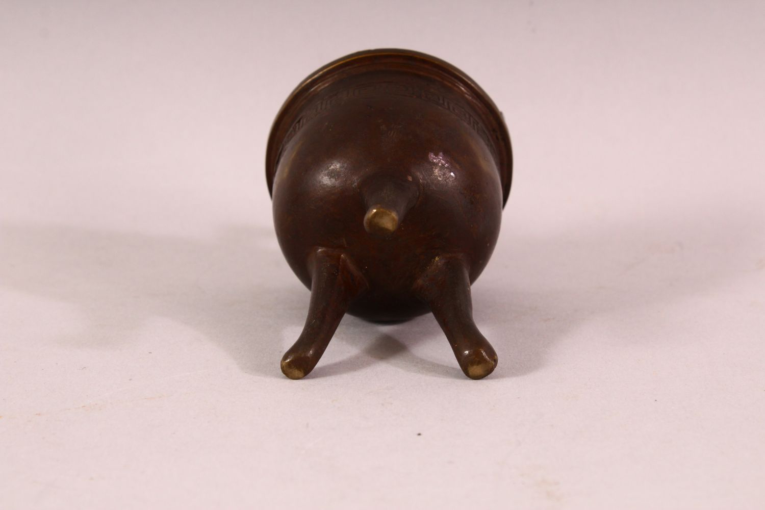 A SMALL 19TH CENTURY CHINESE TWIN HANDLE TRIPOD CENSER, the body with greek key decoration, 9.5cm - Image 5 of 5