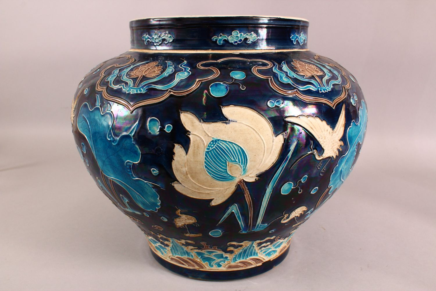 A LARGE CHINESE FAHUHA VASE, decorated with relief linework depicting lotus, lily pads and egrets - Image 4 of 7