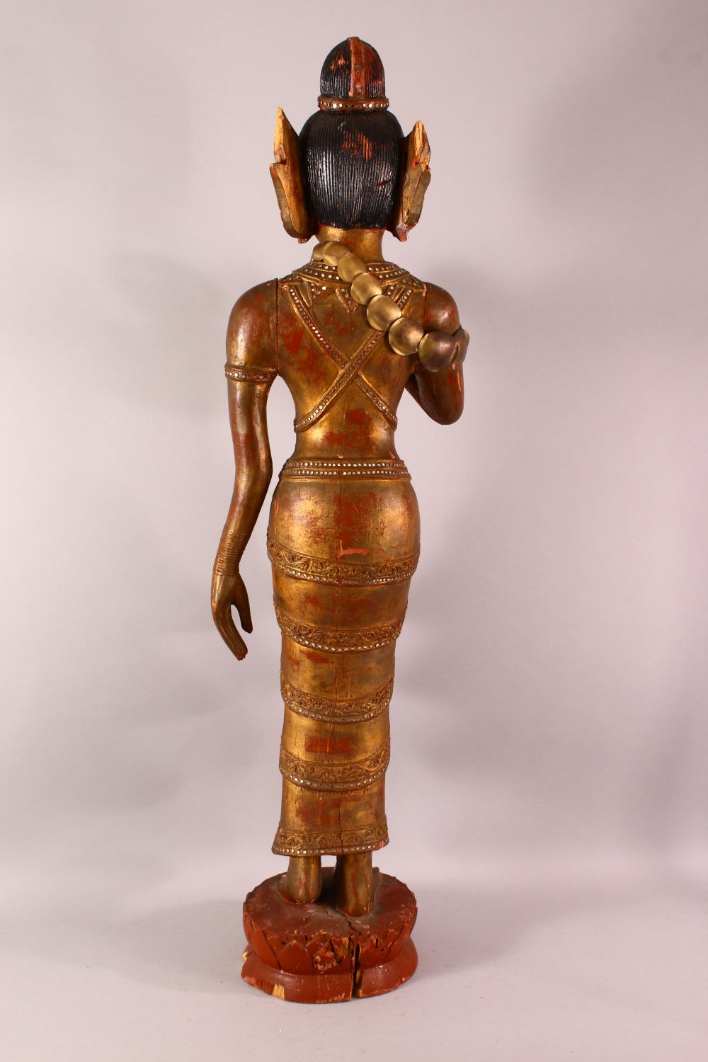 A LARGE THAI GILT AND RED LACQUER CARVED WOOD FIGURE, standing on a lotus base, 104cm high. - Image 6 of 8