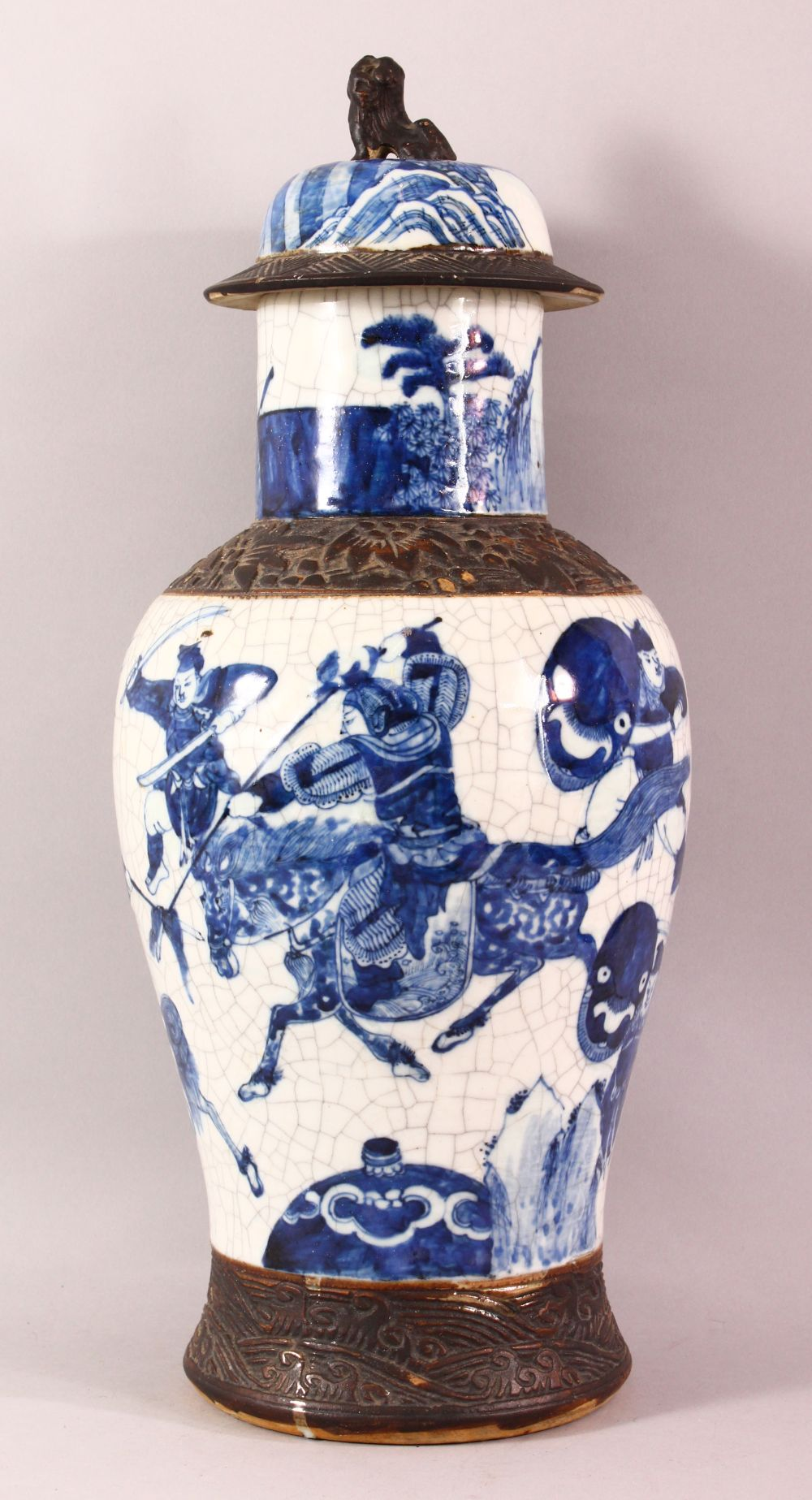A LARGE 19TH CENTURY CHINESE BLUE & WHITE PORCELAIN VASE, decorated with scenes of warriors , with