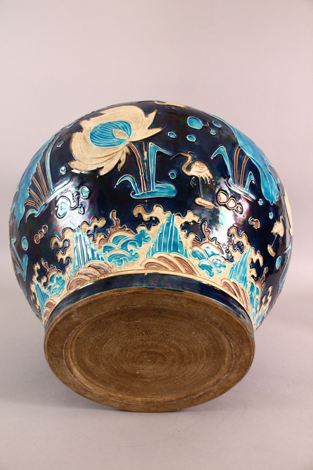 A LARGE CHINESE FAHUHA VASE, decorated with relief linework depicting lotus, lily pads and egrets - Image 7 of 7