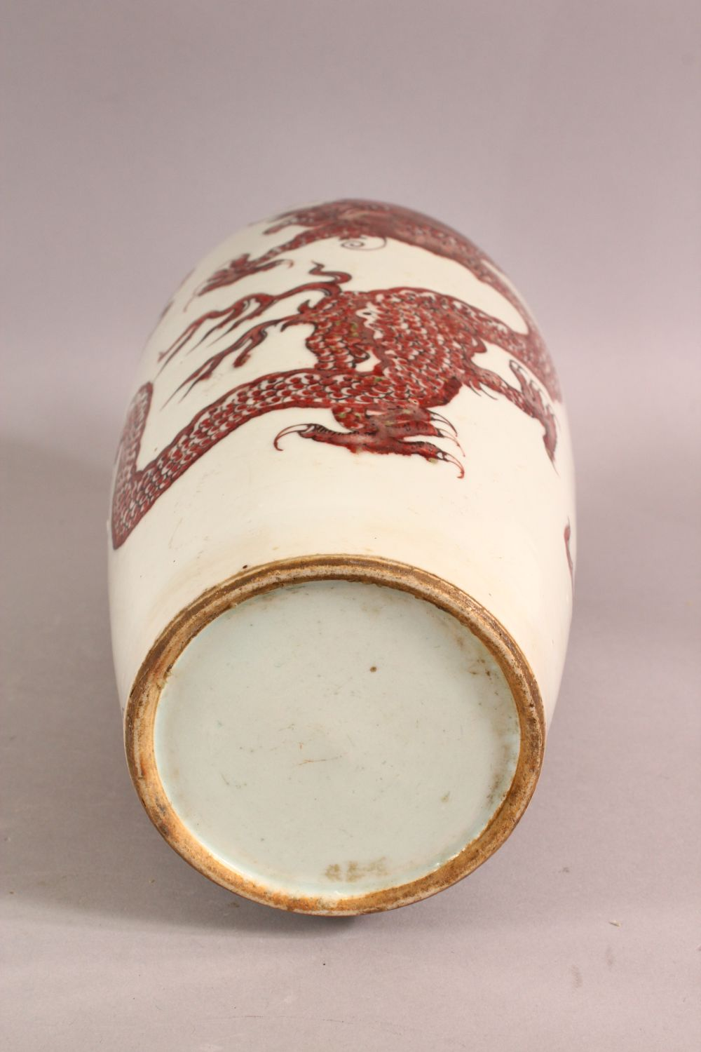 A CHINESE IRON RED DRAGON VASE, the body painted with two dragons and the pearl of wisdom, 33cm - Image 6 of 6