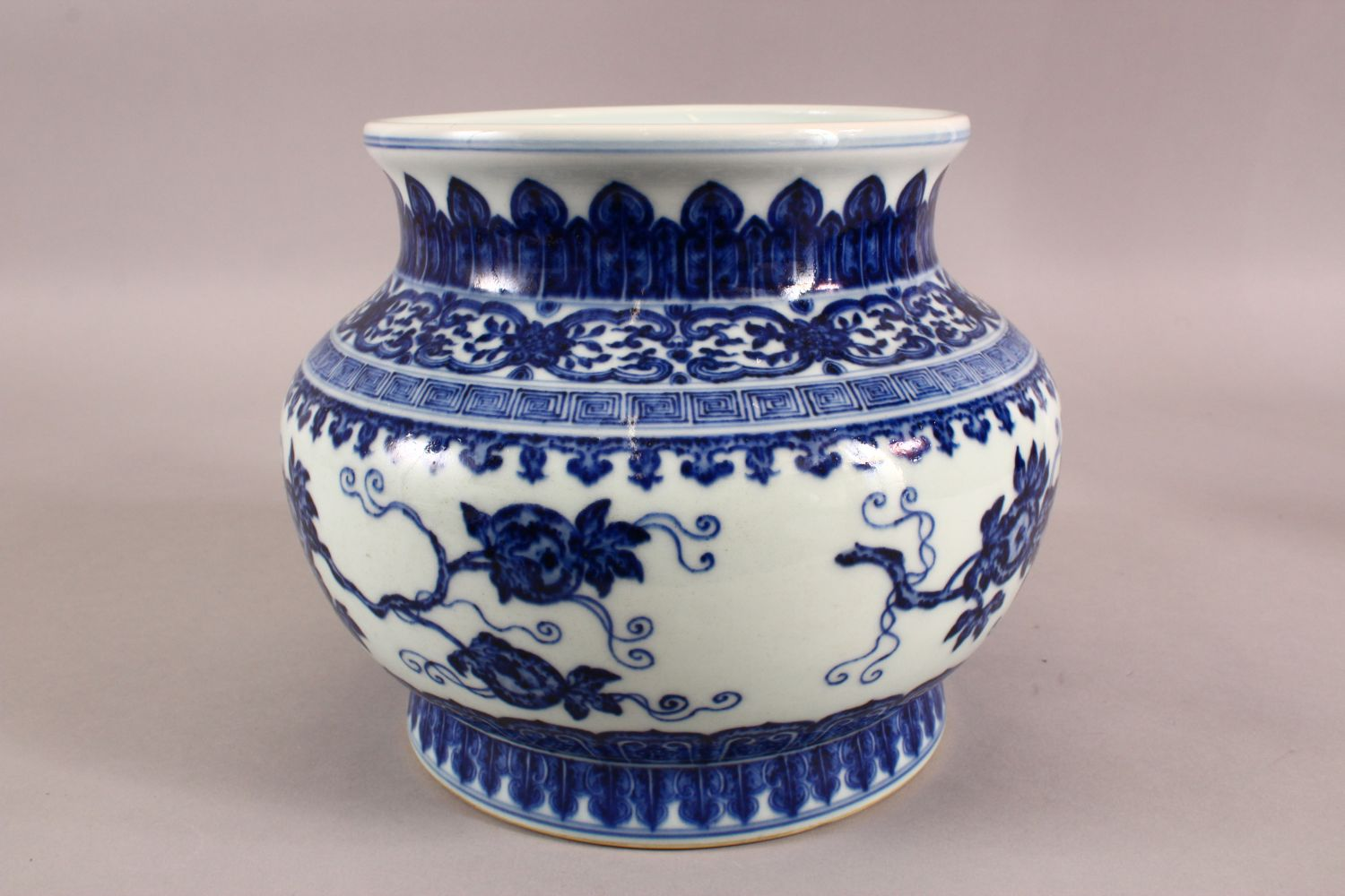 A CHINESE BLUE AND WHITE PORCELAIN PLANTER / VASE, 19cm high, approx 24cm wide. - Image 3 of 6