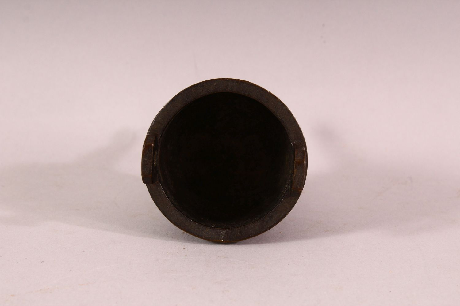 A SMALL 19TH CENTURY CHINESE TWIN HANDLE TRIPOD CENSER, the body with greek key decoration, 9.5cm - Image 4 of 5