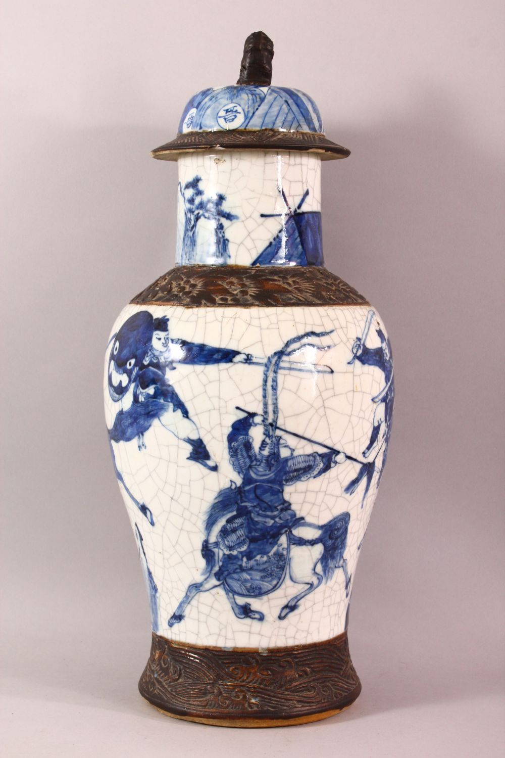 A LARGE 19TH CENTURY CHINESE BLUE & WHITE PORCELAIN VASE, decorated with scenes of warriors , with - Image 4 of 8