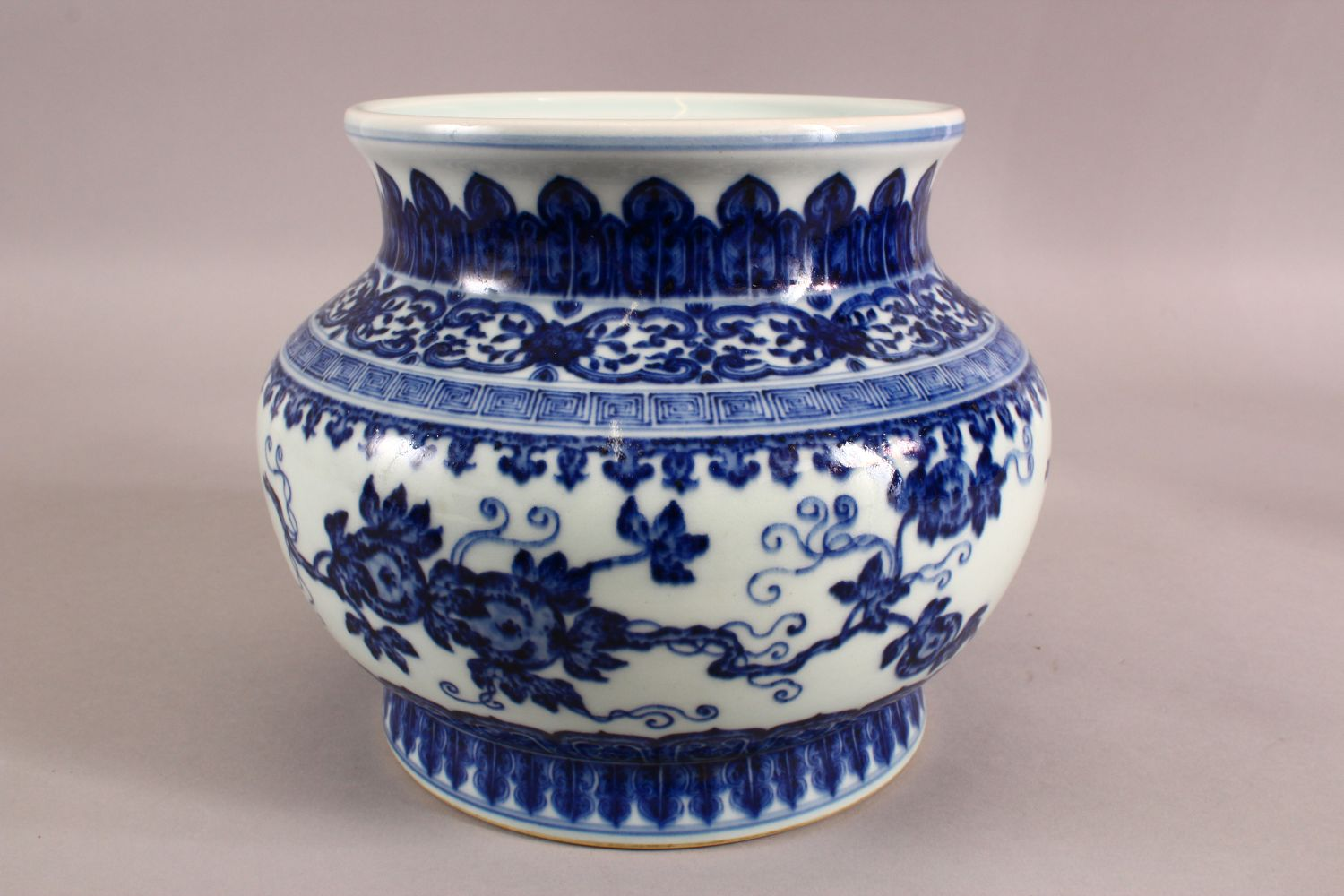 A CHINESE BLUE AND WHITE PORCELAIN PLANTER / VASE, 19cm high, approx 24cm wide. - Image 2 of 6