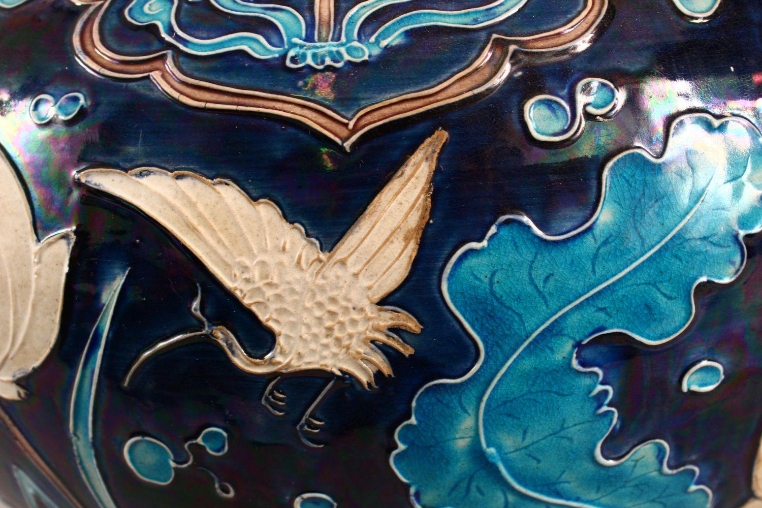 A LARGE CHINESE FAHUHA VASE, decorated with relief linework depicting lotus, lily pads and egrets - Image 5 of 7