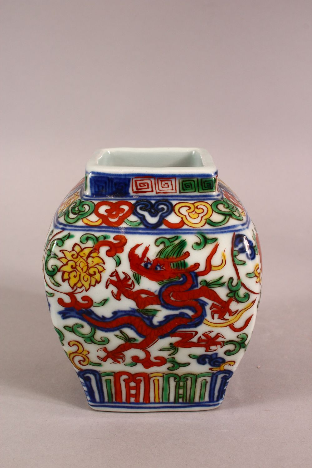 A SMALL CHINESE WUCAI STYLE VASE, the body painted with dragons and flowers, six character mark to - Image 2 of 6