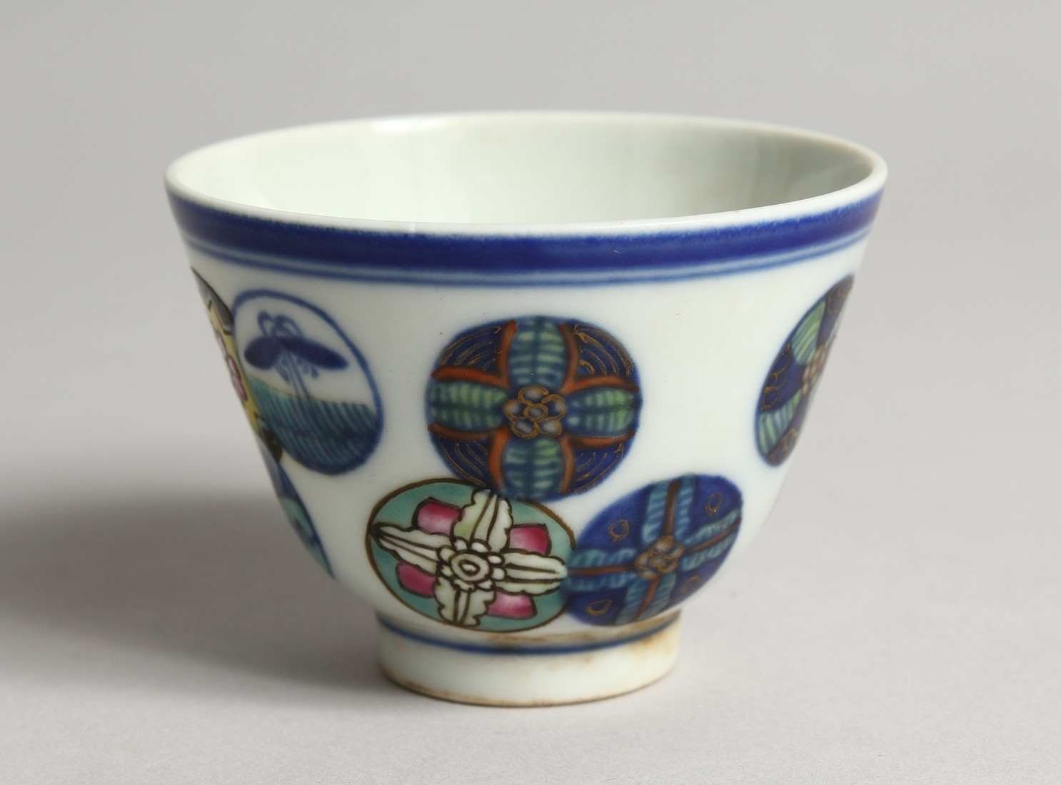 A SMALL CHINESE PORCELAIN RICE BOWL 2.75ins diameter.