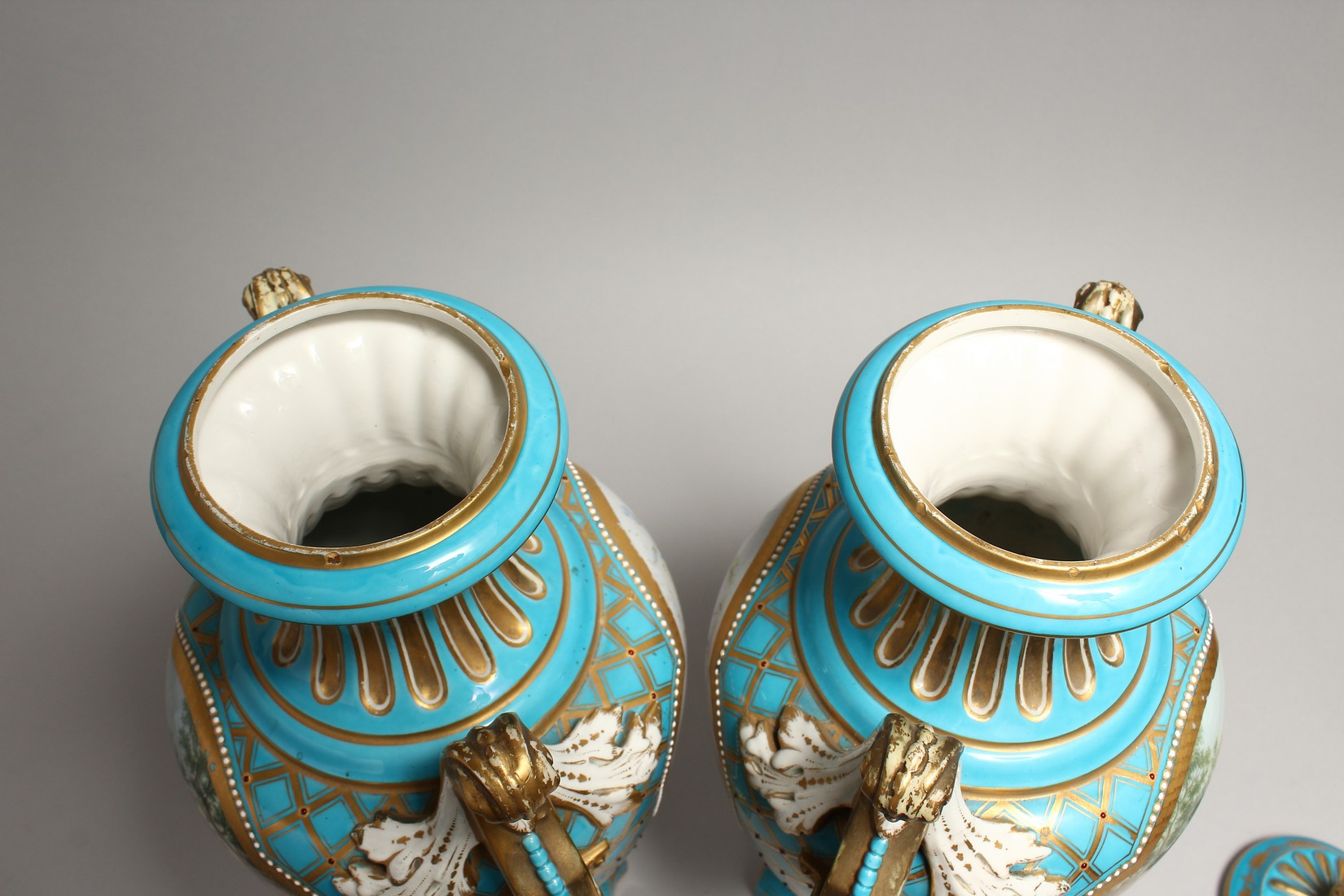 A SUPERB LARGE PAIR OF SEVRES TWO HANDLED URN SHAPED VASES AND COVERS, blue ground edged in gilt and - Image 9 of 10