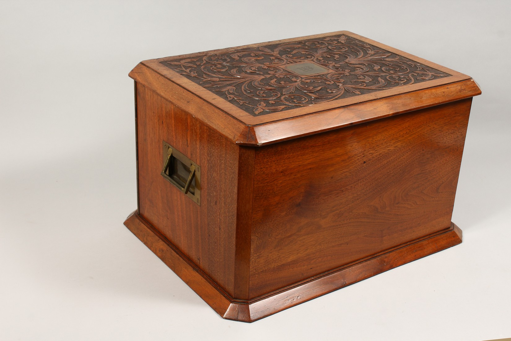 A GOOD VICTORIAN CARVED OVAL TABLE TOP CABINET, the top and doors with carved decoration, the - Image 5 of 5