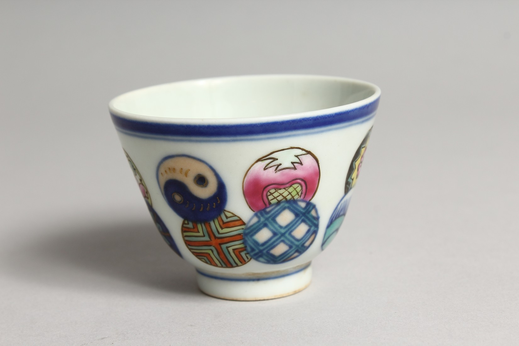 A SMALL CHINESE PORCELAIN RICE BOWL 2.75ins diameter. - Image 3 of 5