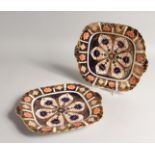 A PAIR OF CROWN DERBY JAPAN PATTERN SQUARE DISHES No. 9021 10.5ins long