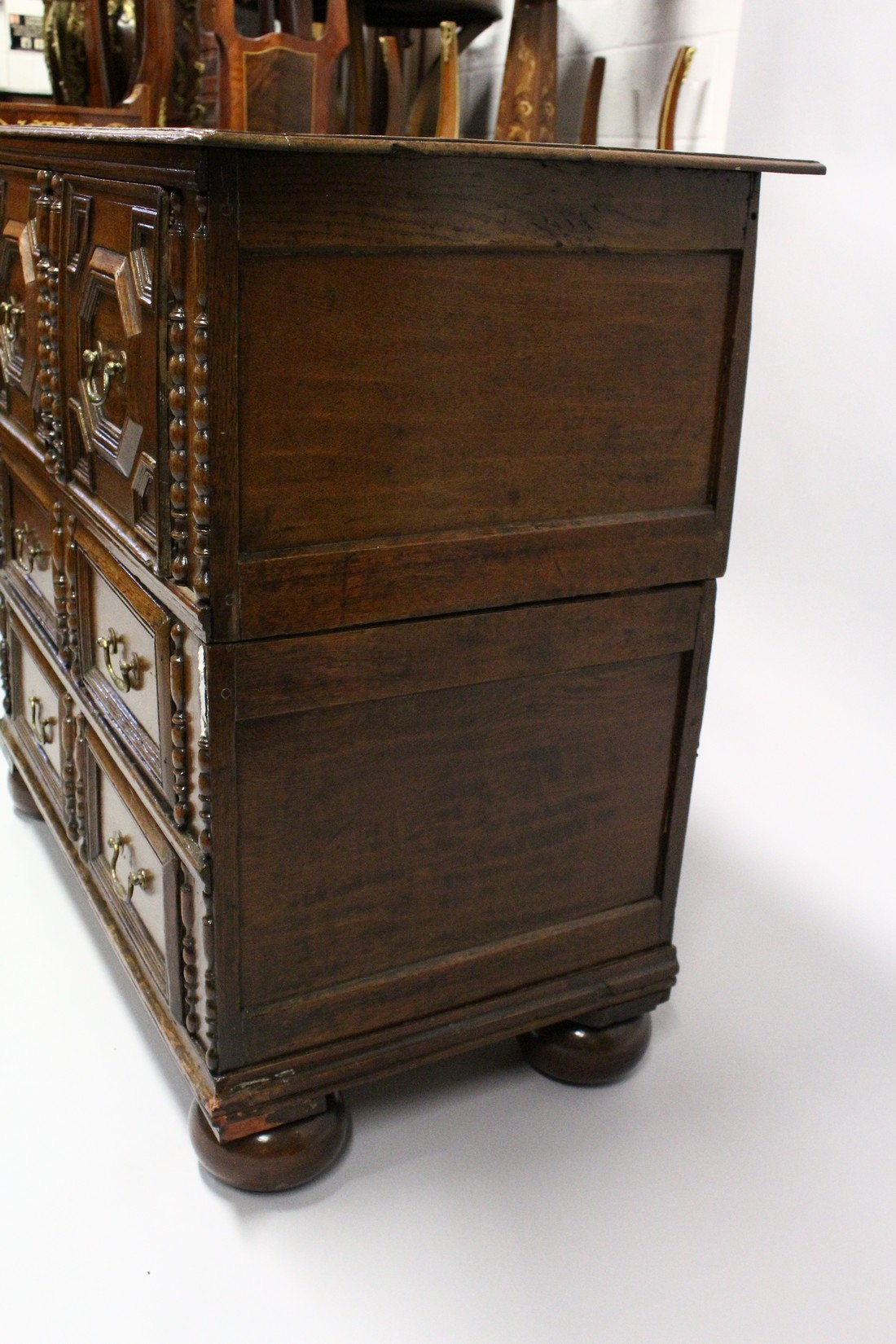 A GOOD LATE 17TH CENTURY LIGHT OAK TWO PIECE LINEN FOLD FRONT CHEST OF THREE DRAWERS, with - Image 4 of 6