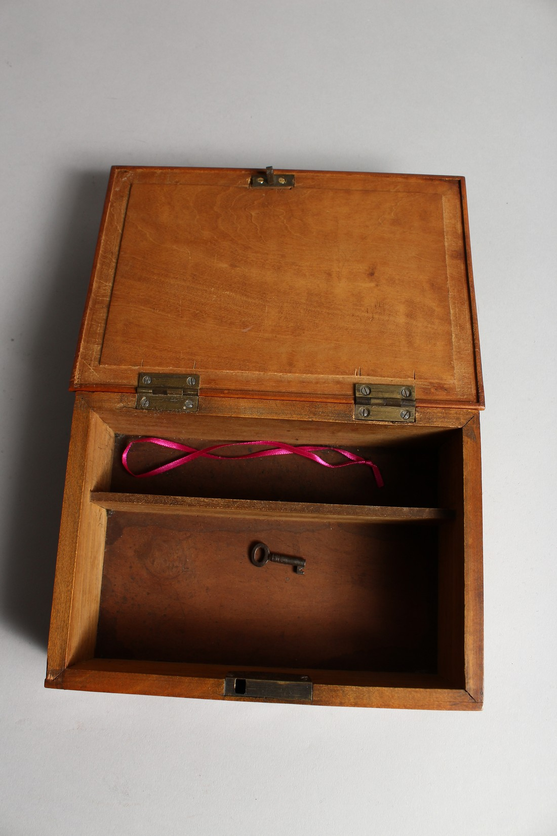 A TORTOISESHELL RECTANGULAR BOX AND COVER 8.5ins long. - Image 4 of 4