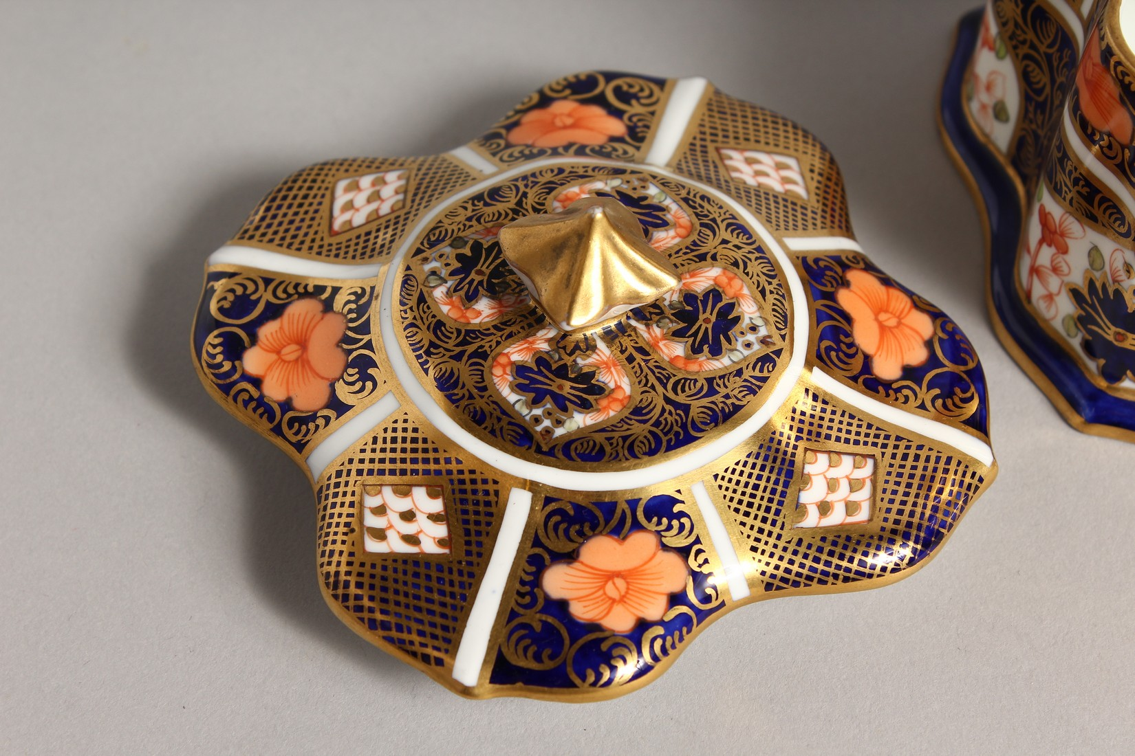 A ROYAL CROWN DERBY JAPAN PATTERN SQUARE SUGAR SIFTER, No. 1128. 6ins high and a SQUARE SUPERB BOX - Image 6 of 10