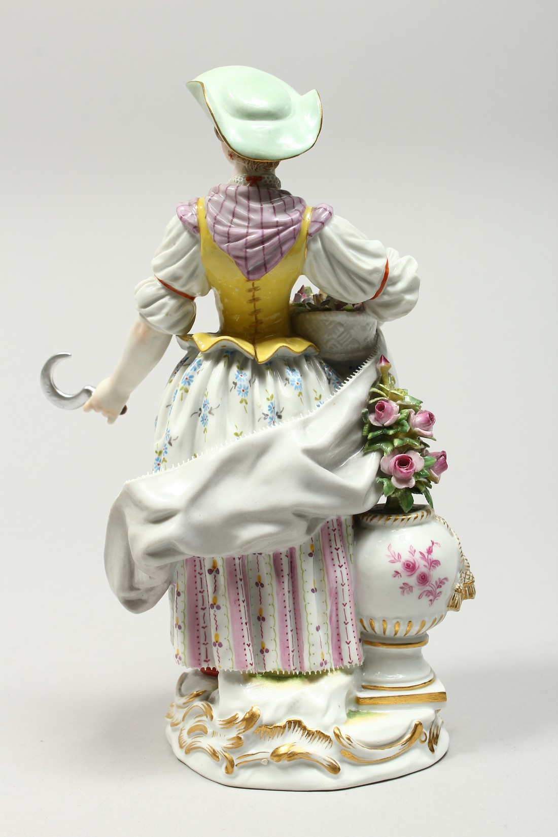 A GOOD MEISSEN PORCELAIN FIGURE OF A GARDENERESE, holding a sickle, carrying a basket of flowers, an - Image 5 of 14