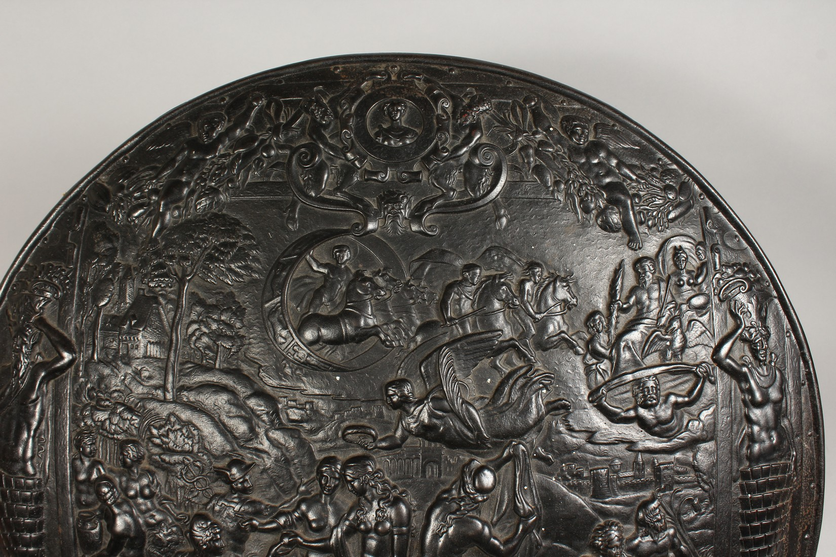 AN IMPRESSIVE CLASSICAL STYLE CAST IRON CIRCULAR PLAQUE, decorated with Greek mythological figures - Image 2 of 8