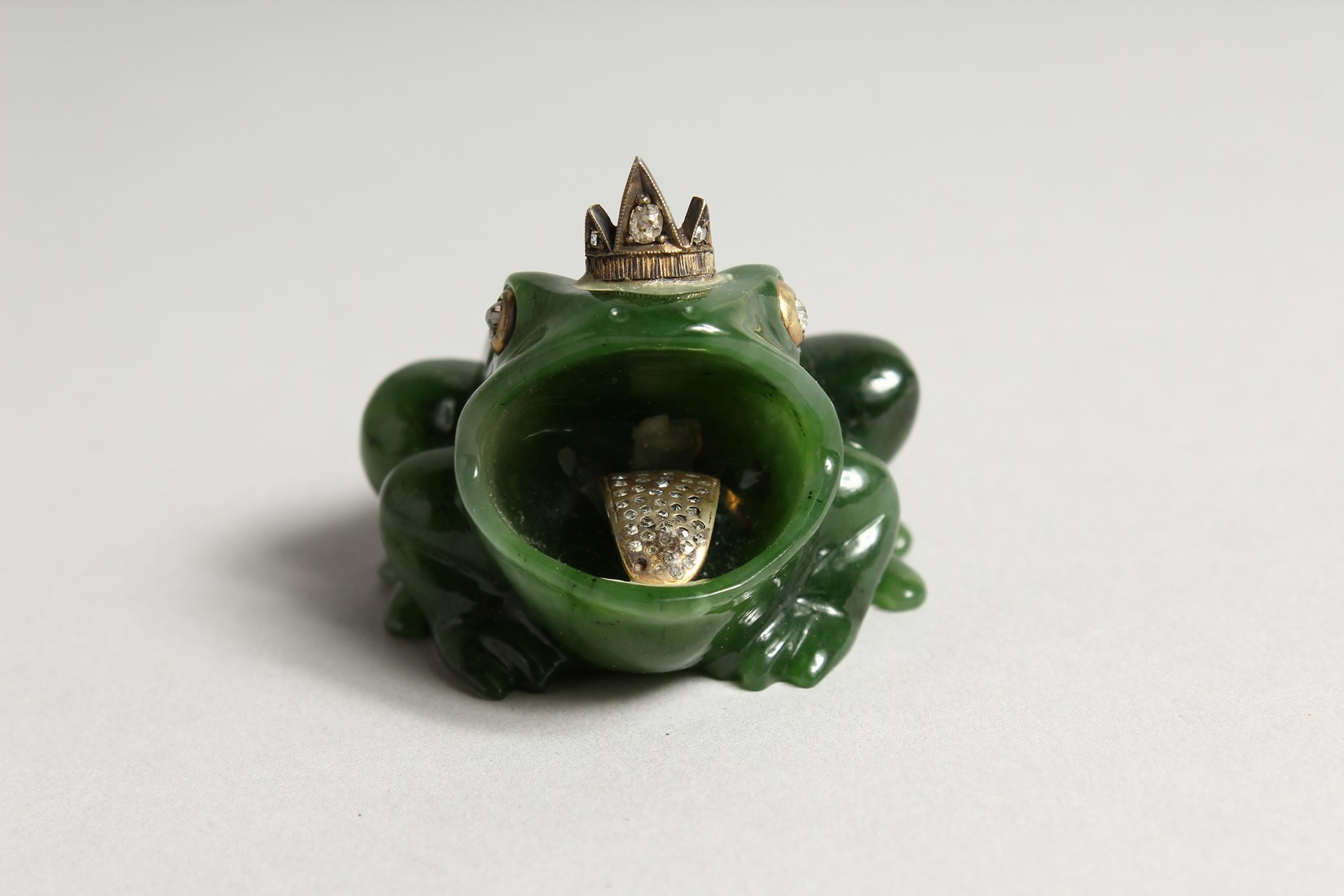 A SUPERB RUSSIAN JADE AND DIAMOND MOUNTED FROG 2ins long - Image 2 of 6