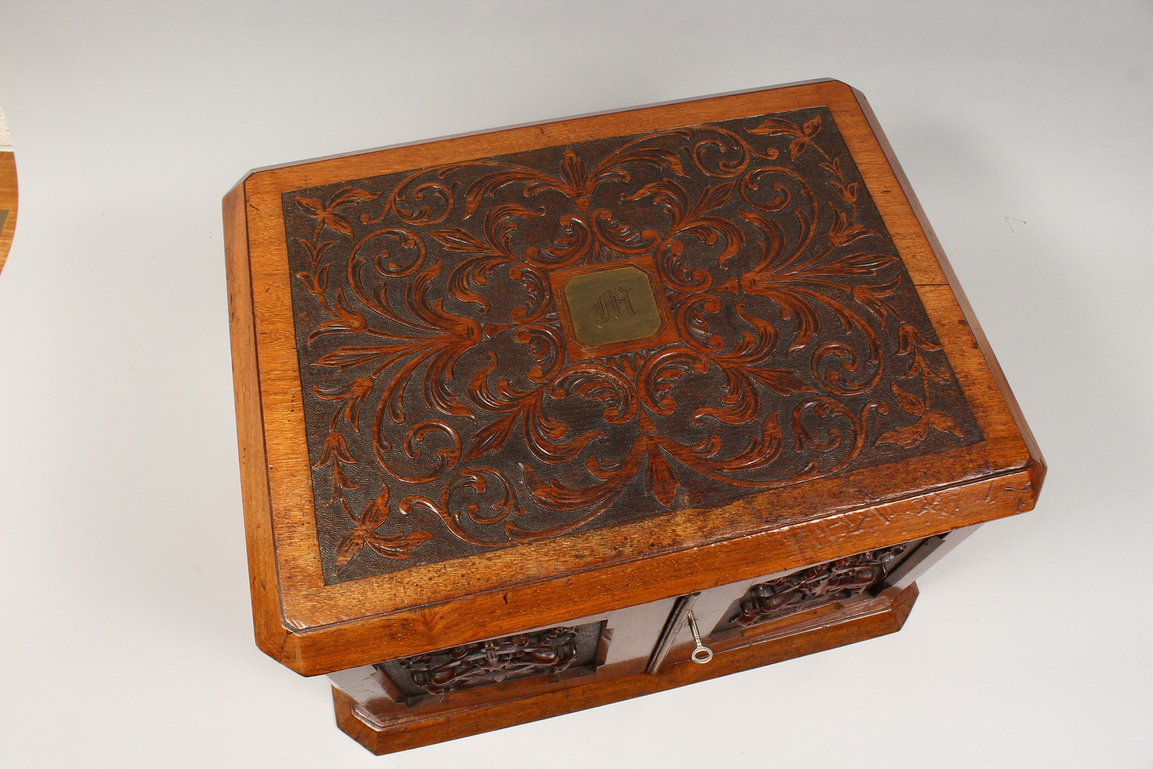 A GOOD VICTORIAN CARVED OVAL TABLE TOP CABINET, the top and doors with carved decoration, the - Image 2 of 5