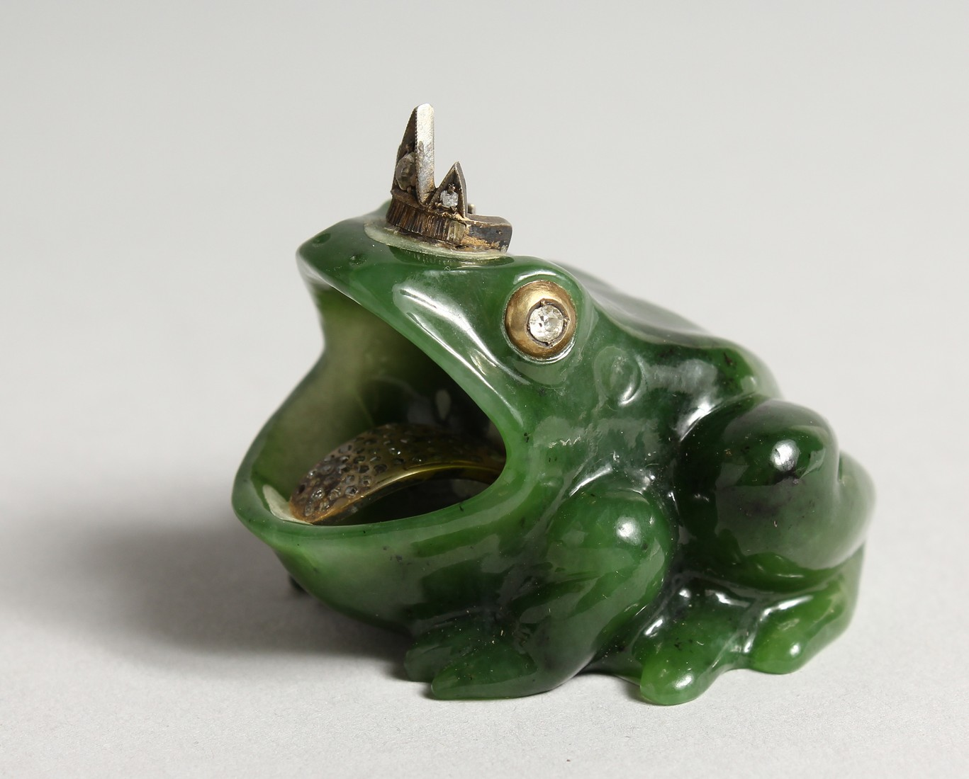 A SUPERB RUSSIAN JADE AND DIAMOND MOUNTED FROG 2ins long