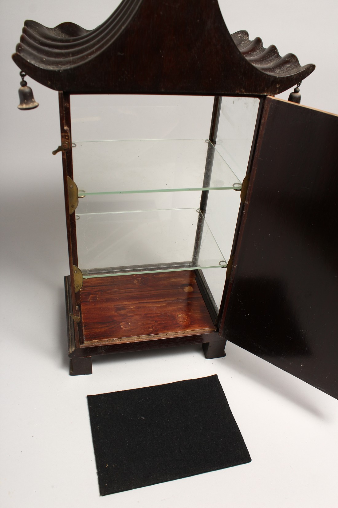 A GOOD GEORGIAN DESIGN CHINESE STYLE, SHOW CASE with Pagoda top hung with bells 20ins high, 8ins - Image 6 of 6