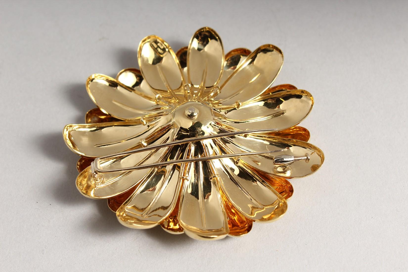 A SUPERB 18CT GOLD FLOWER BROOCH 7cm diameter, with P set diamond centre. 48gms - Image 2 of 3