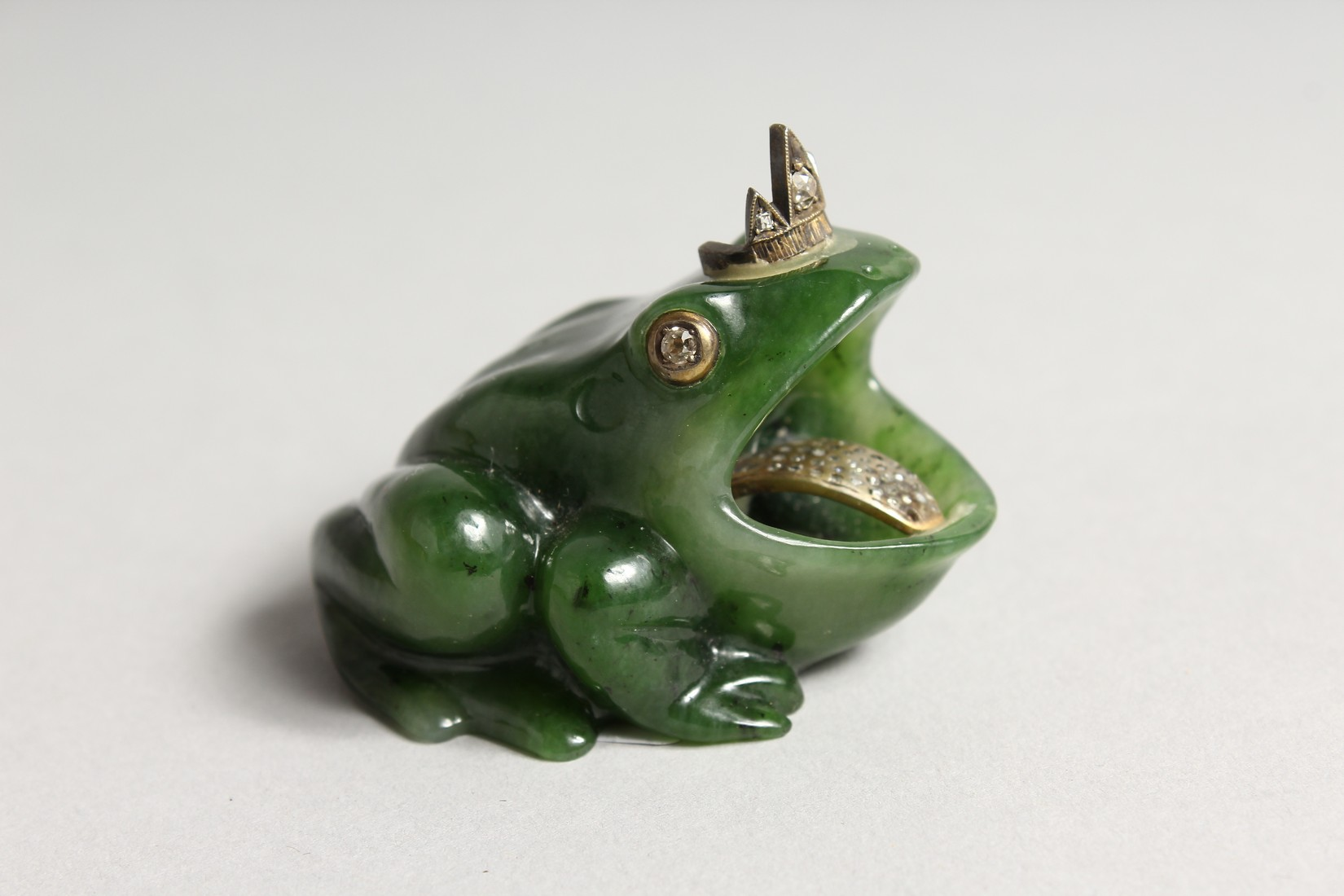 A SUPERB RUSSIAN JADE AND DIAMOND MOUNTED FROG 2ins long - Image 3 of 6