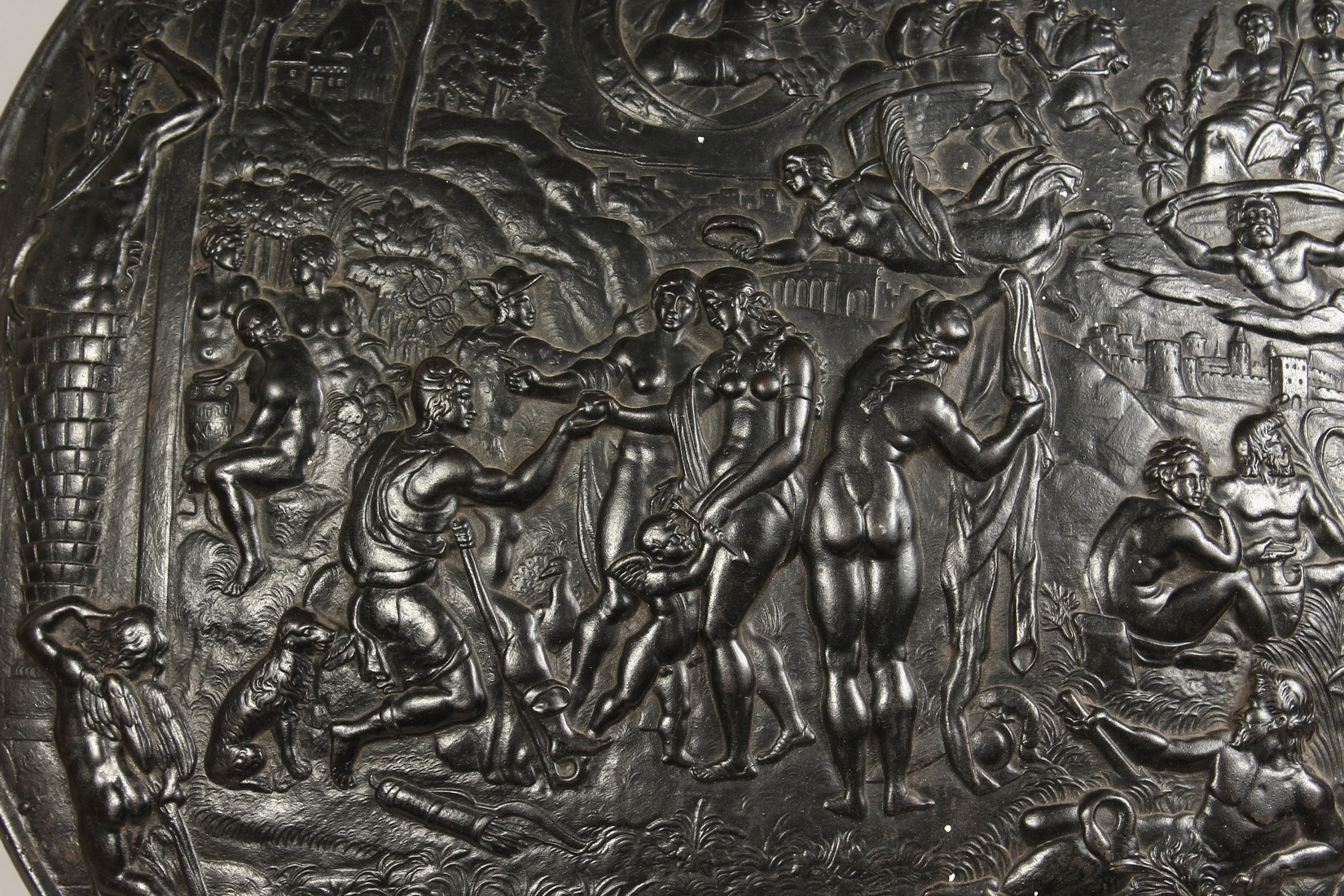 AN IMPRESSIVE CLASSICAL STYLE CAST IRON CIRCULAR PLAQUE, decorated with Greek mythological figures - Image 3 of 8