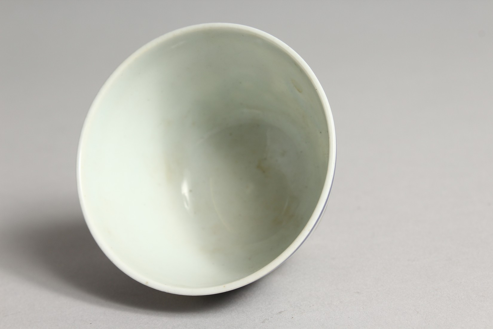 A SMALL CHINESE PORCELAIN RICE BOWL 2.75ins diameter. - Image 4 of 5