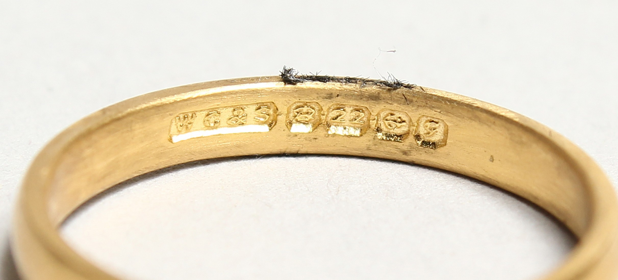 AN 18CT GOLD SOLITAIRE DIAMOND RING - Image 3 of 3