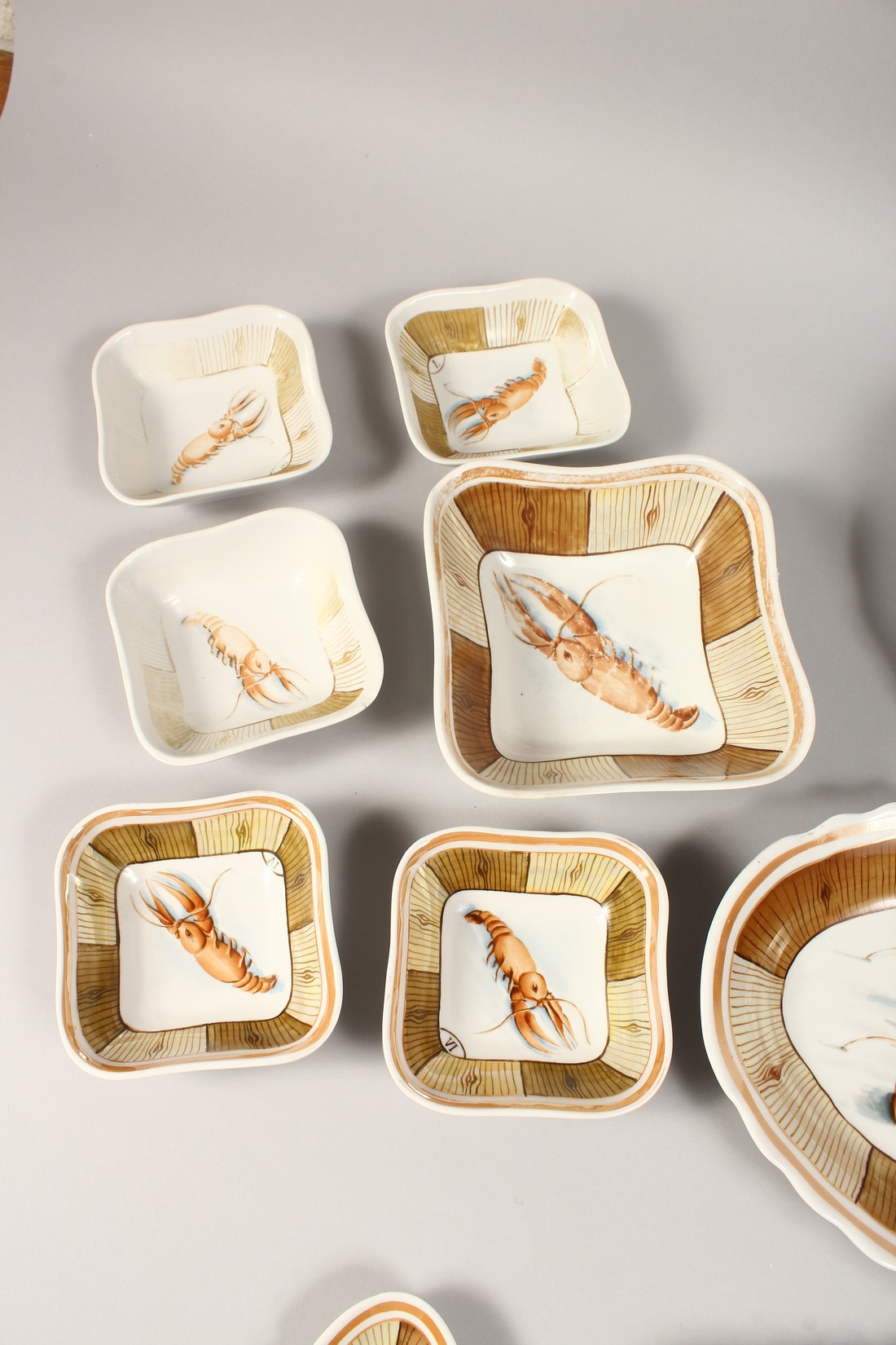 A RUSSIAN PORCELAIN SERVICE decorated with shell fish, comprising a pair of plates, 9.5ins diameter, - Image 3 of 6