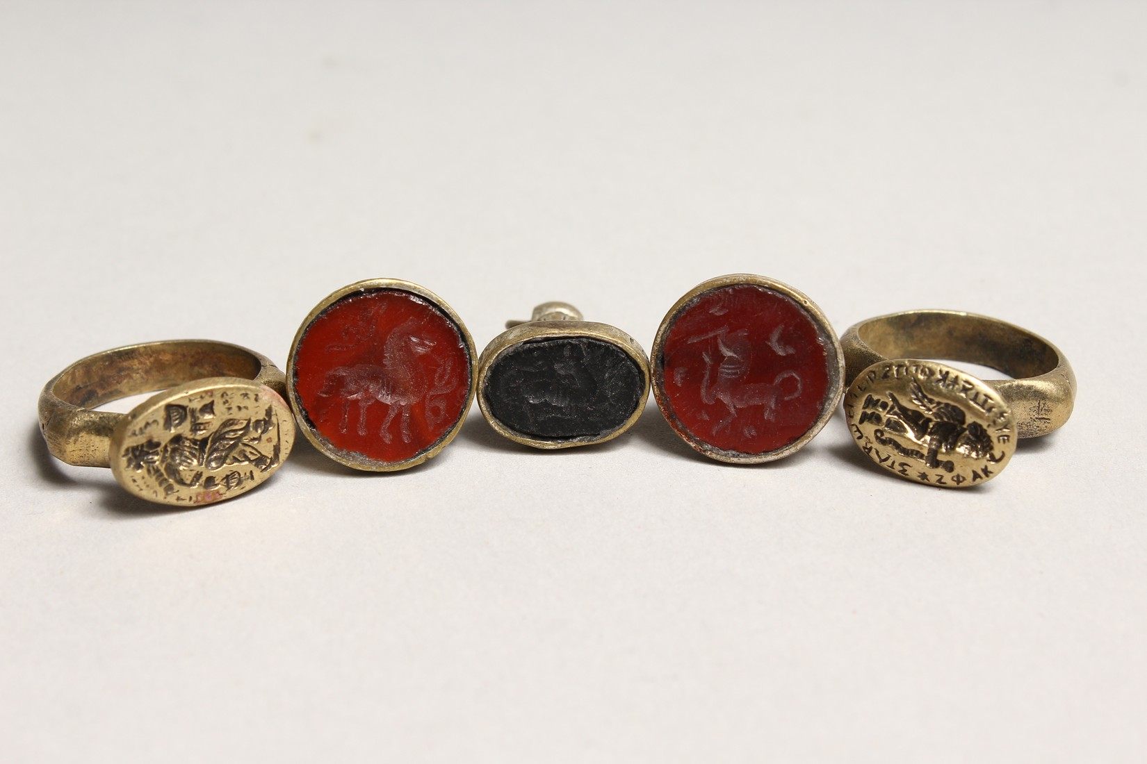 TWO SMALL RINGS AND THREE SEALS (5). - Image 3 of 5
