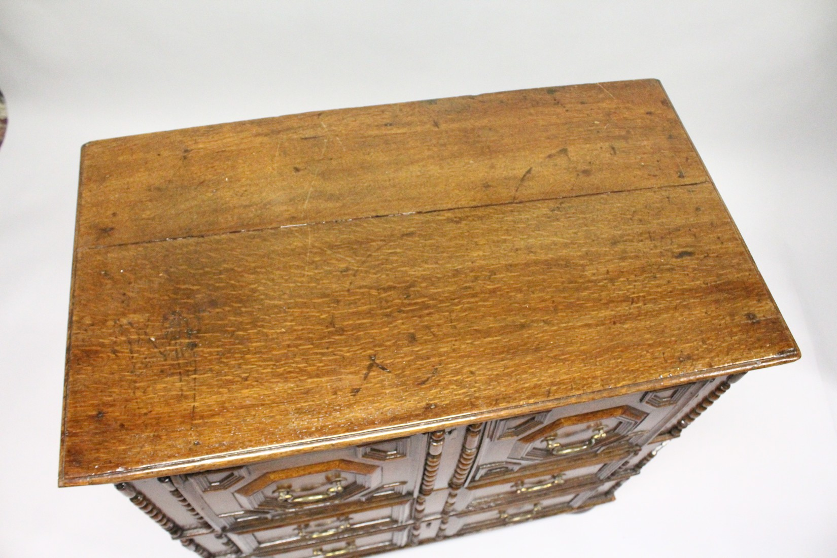 A GOOD LATE 17TH CENTURY LIGHT OAK TWO PIECE LINEN FOLD FRONT CHEST OF THREE DRAWERS, with - Image 2 of 6