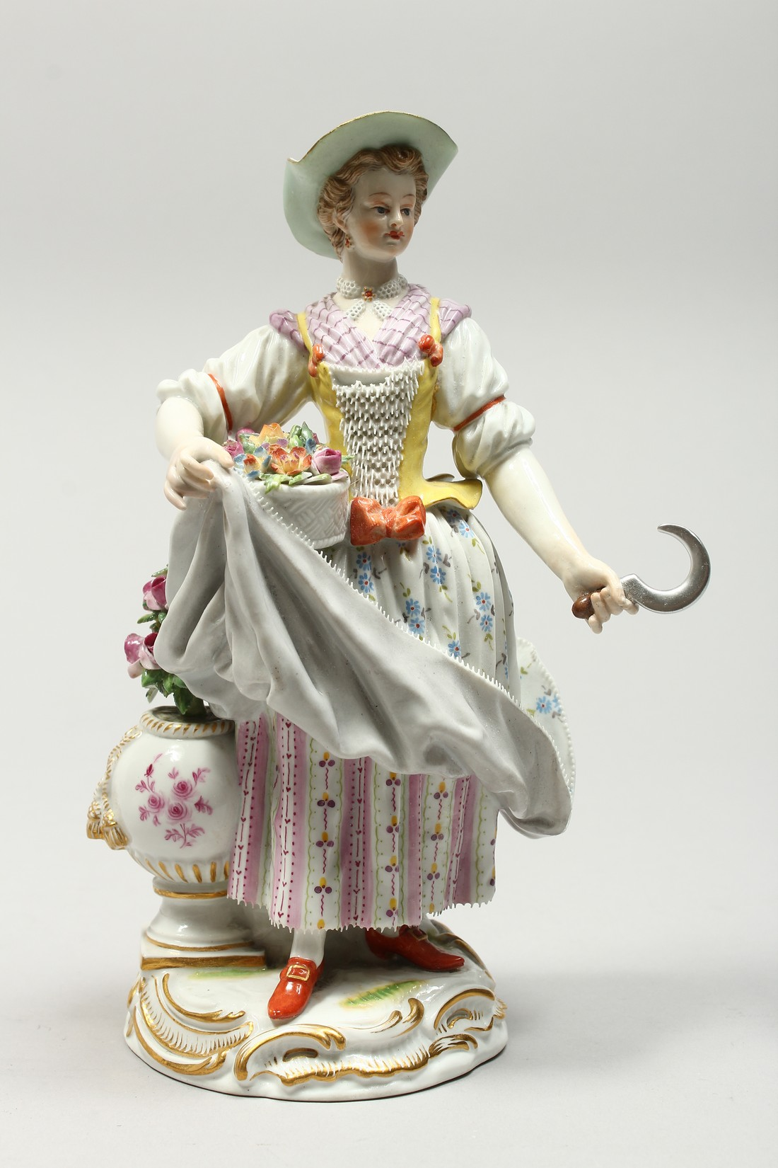 A GOOD MEISSEN PORCELAIN FIGURE OF A GARDENERESE, holding a sickle, carrying a basket of flowers, an - Image 3 of 14