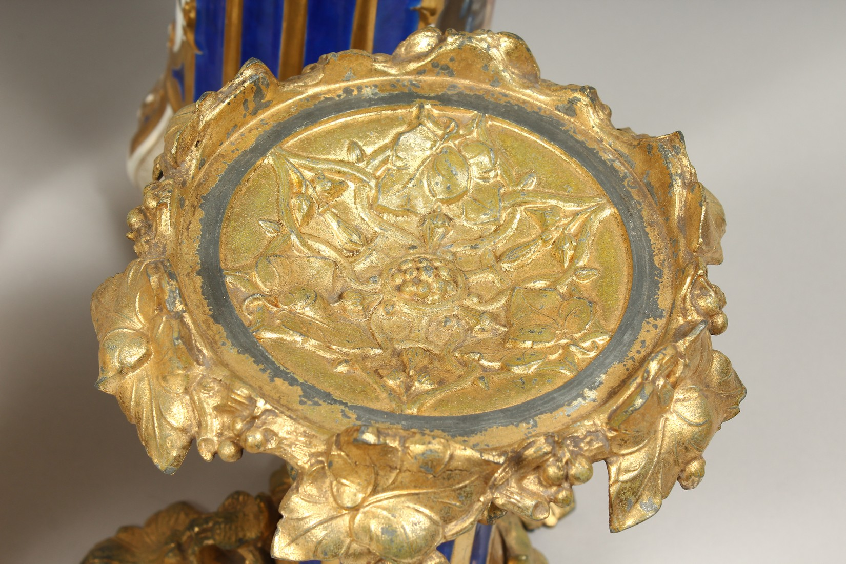 A SUPERB PAIR OF 19TH CENTURY FRENCH PORCELAIN AND GILT BRONZE LAMPS ON STANDS, painted with - Image 23 of 24