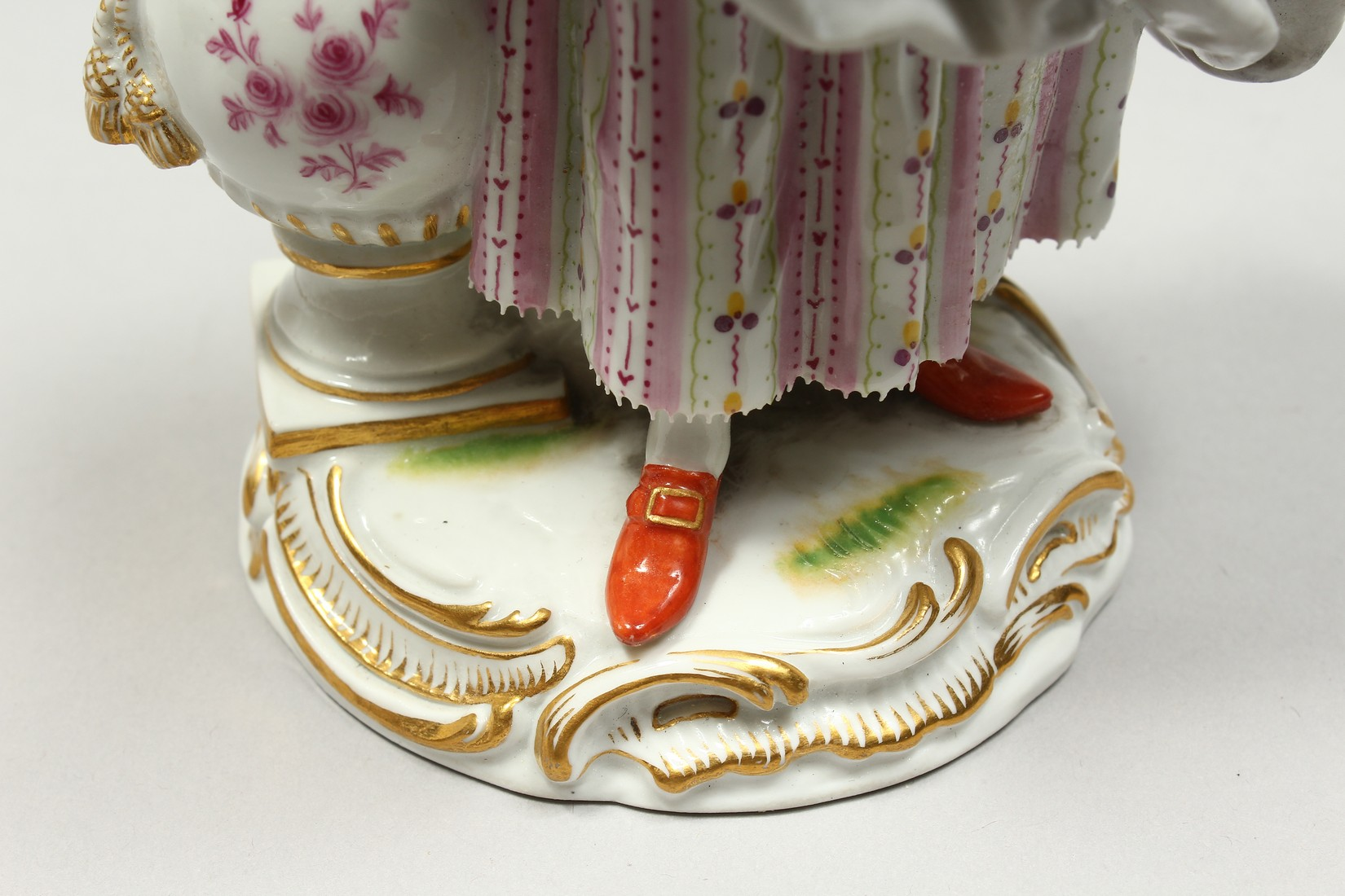 A GOOD MEISSEN PORCELAIN FIGURE OF A GARDENERESE, holding a sickle, carrying a basket of flowers, an - Image 13 of 14
