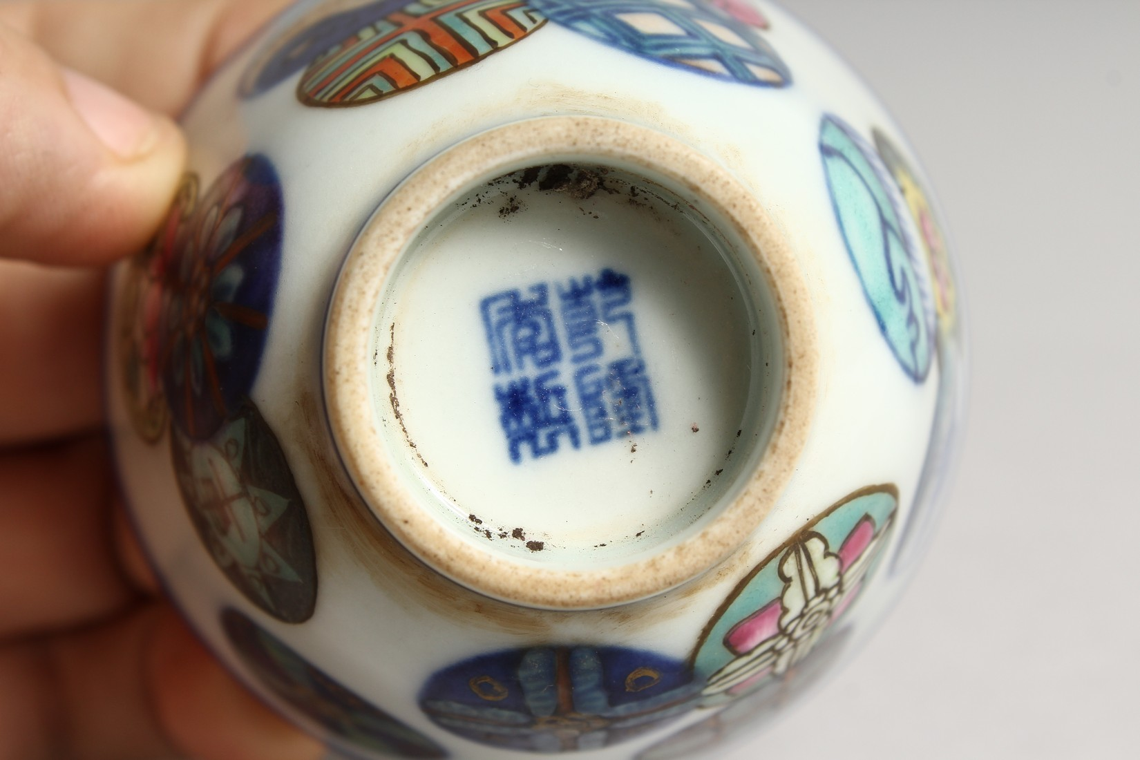 A SMALL CHINESE PORCELAIN RICE BOWL 2.75ins diameter. - Image 5 of 5