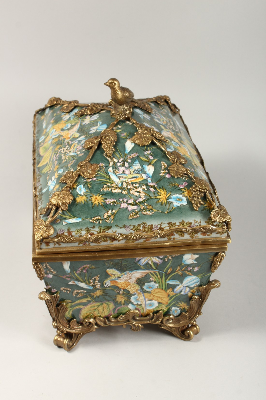 A LARGE CONTINENTAL STYLE PORCELAIN AND BRONZE MOUNTED CASKET, decorated with exotic flowers and - Image 4 of 5