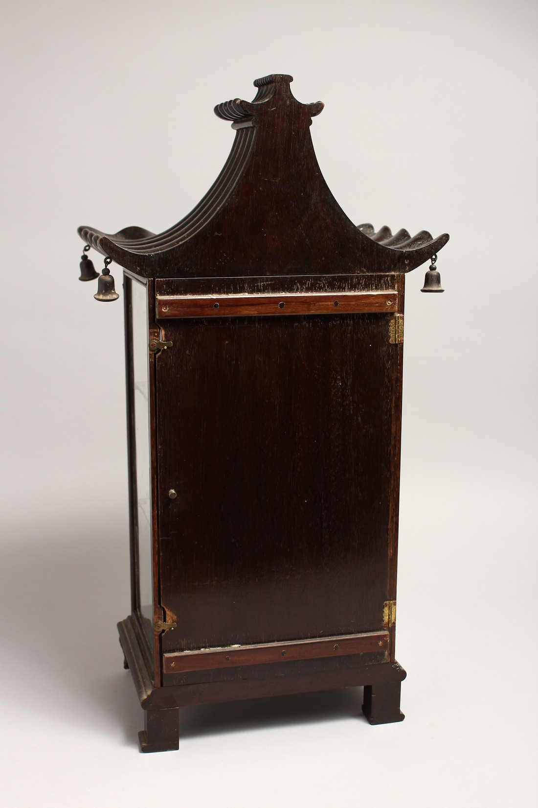 A GOOD GEORGIAN DESIGN CHINESE STYLE, SHOW CASE with Pagoda top hung with bells 20ins high, 8ins - Image 4 of 6