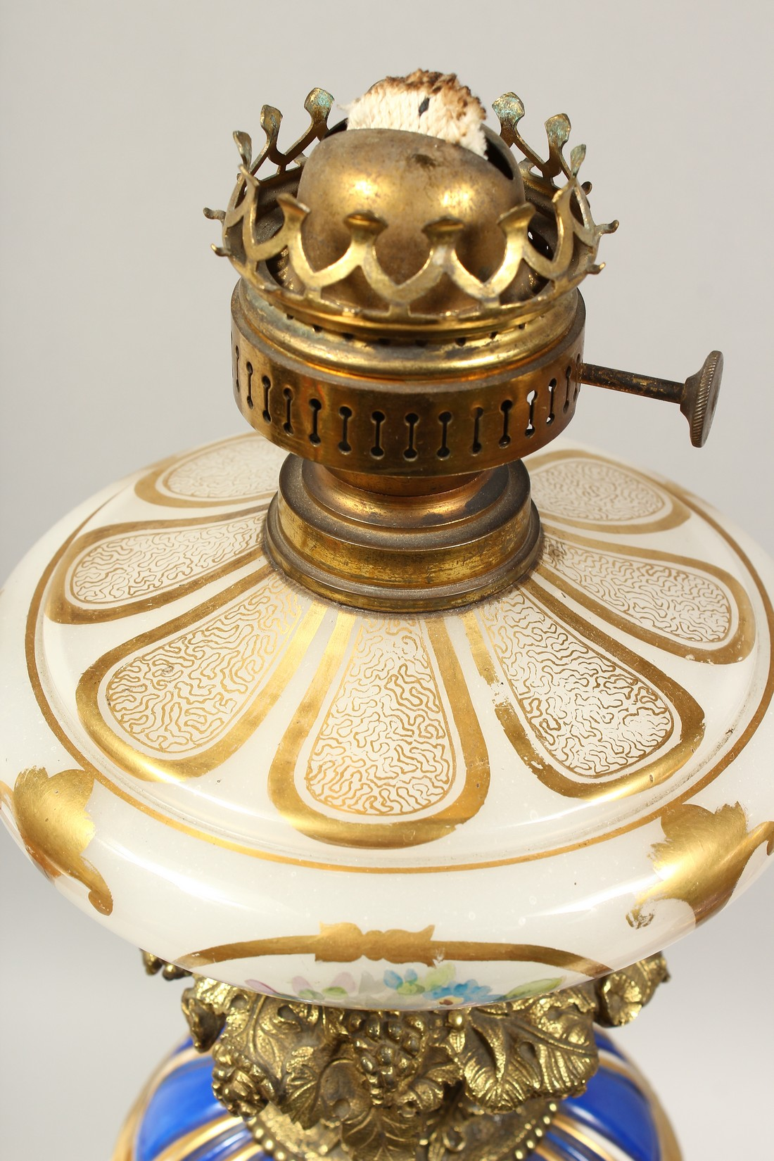 A SUPERB PAIR OF 19TH CENTURY FRENCH PORCELAIN AND GILT BRONZE LAMPS ON STANDS, painted with - Image 3 of 24