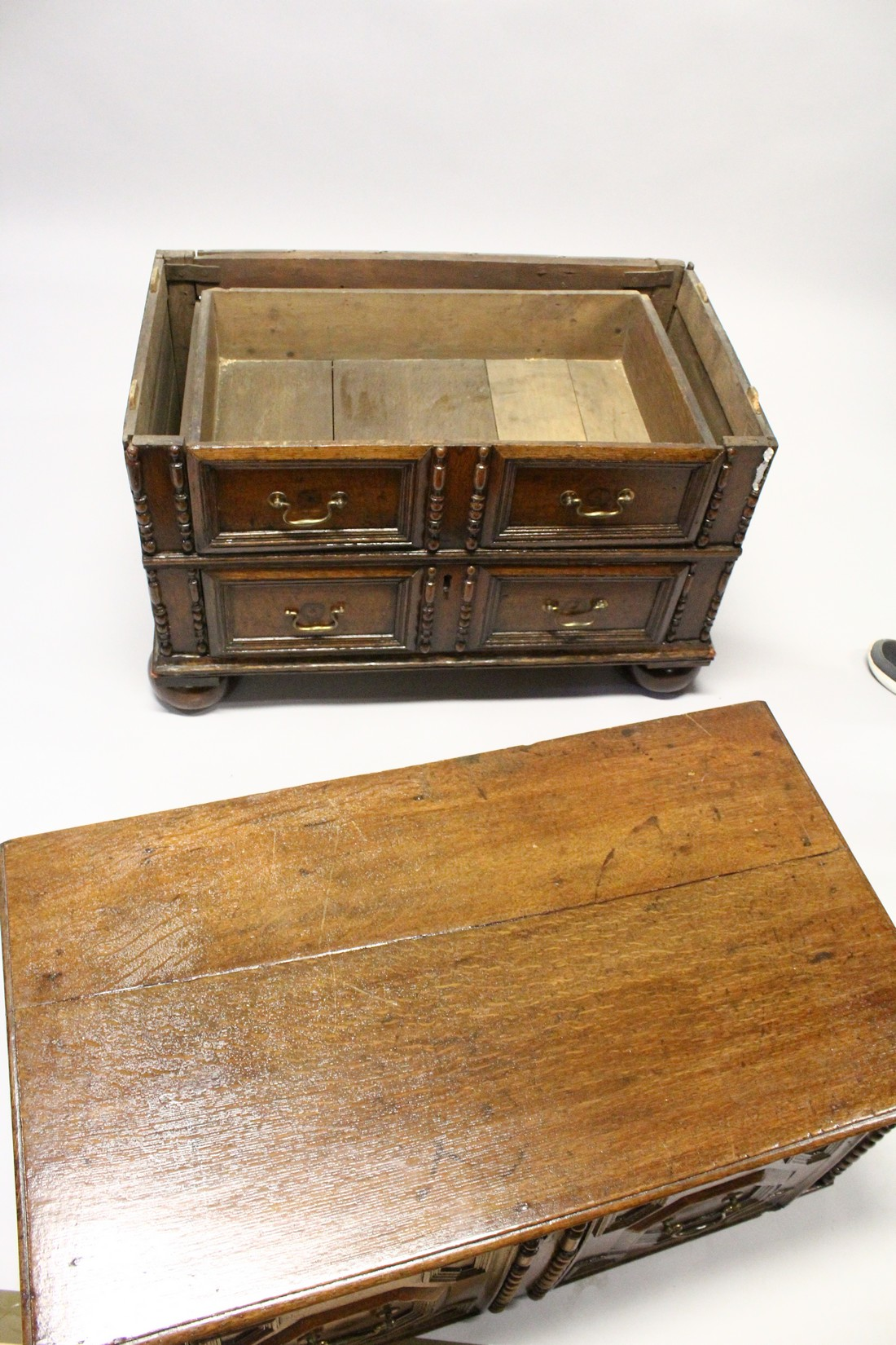 A GOOD LATE 17TH CENTURY LIGHT OAK TWO PIECE LINEN FOLD FRONT CHEST OF THREE DRAWERS, with - Image 6 of 6