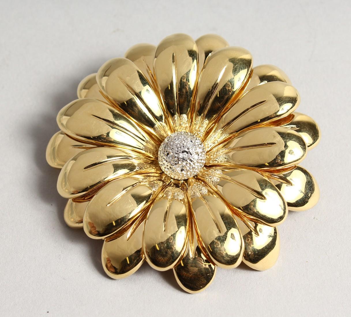 A SUPERB 18CT GOLD FLOWER BROOCH 7cm diameter, with P set diamond centre. 48gms