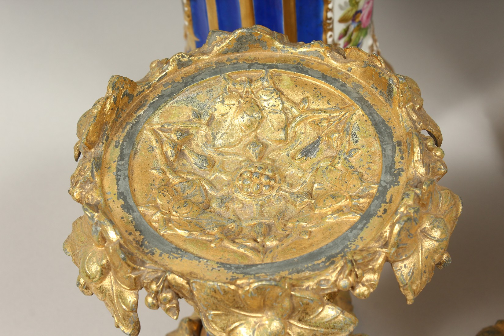 A SUPERB PAIR OF 19TH CENTURY FRENCH PORCELAIN AND GILT BRONZE LAMPS ON STANDS, painted with - Image 22 of 24